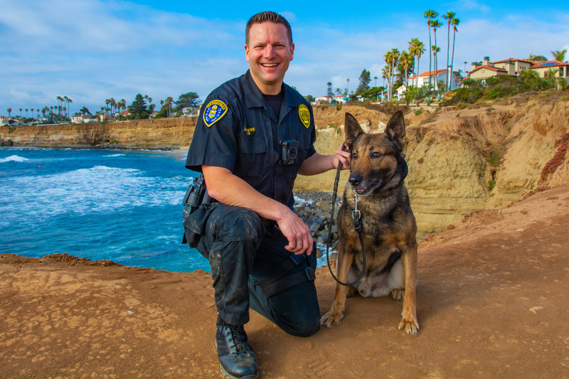 Officer rescues toddlers after father drives off Sunset Cliffs
